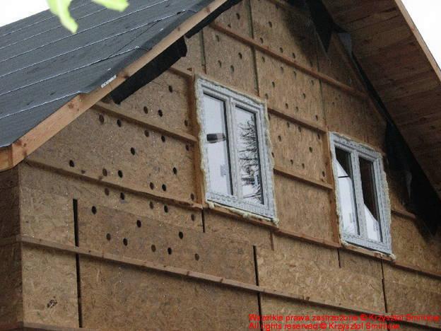 dziury w ścianie