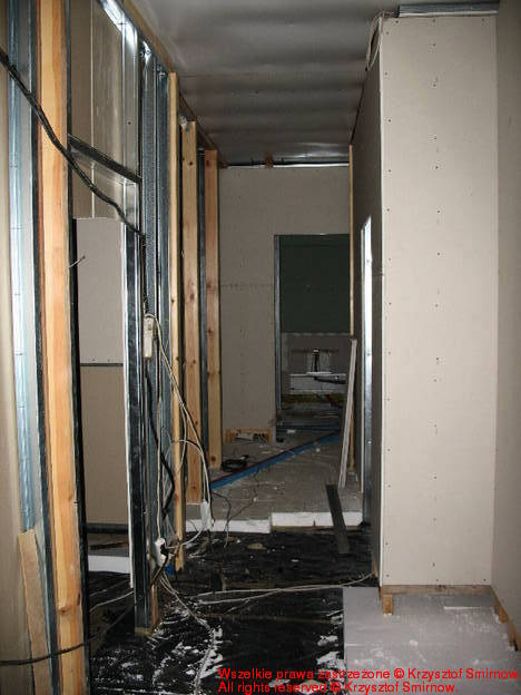 styropian w korytarzu