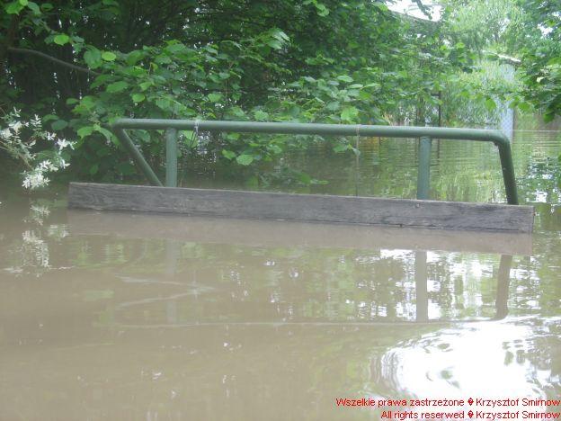Ławeczka nad kanałem